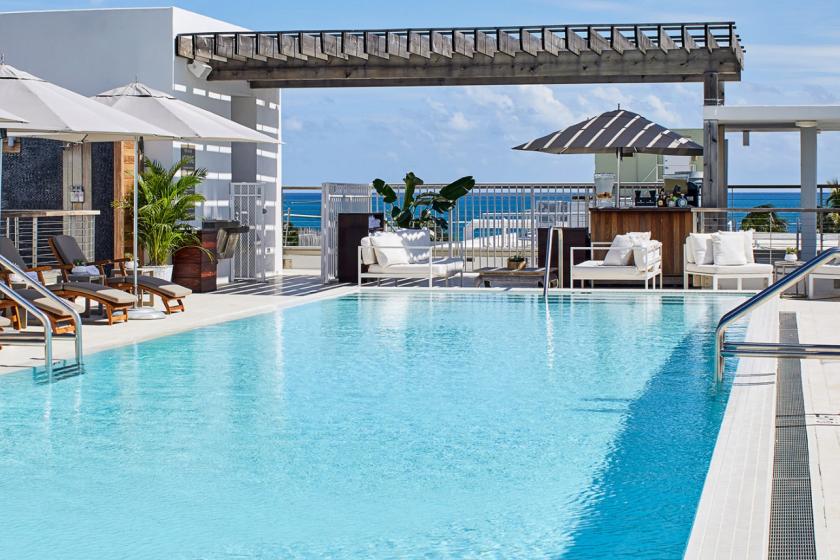 A Miami, The Betsy dispose d'une terrasse avec une vue panoramique sur l'océan