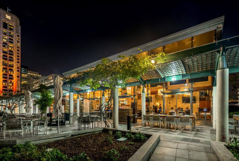 B restaurant & bar un mystérieux rooftop avec une vue imprenable sur les Yerba Buena Gardens à San Francisco